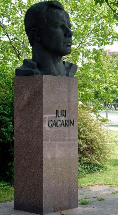Juri-Gagarin-Ring6-495x900.jpg