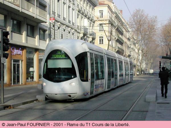 narrow-street-tram-lyons