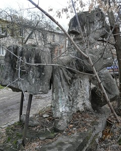 Остатки скульптуры