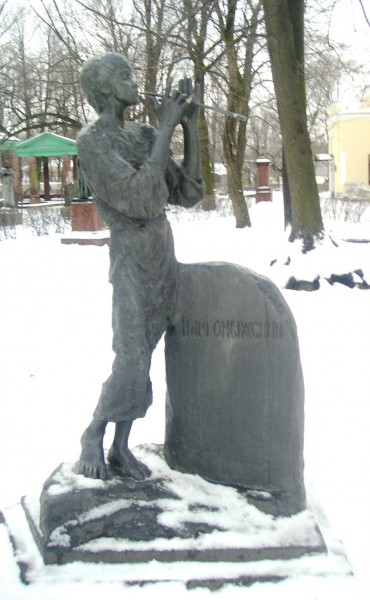 Драгомыжский - скульптура на могиле