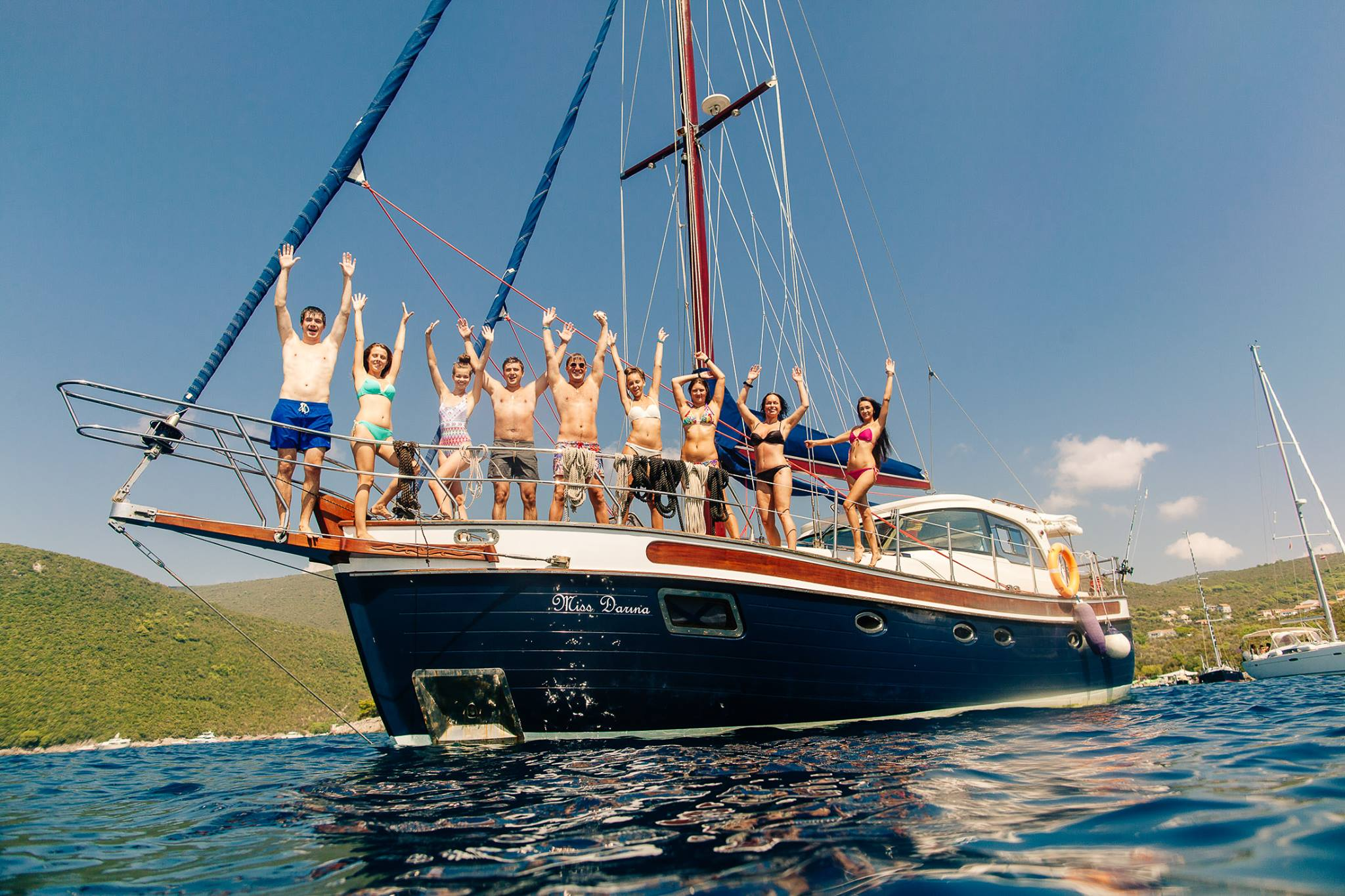 Смотреть катание на яхте богатых видео