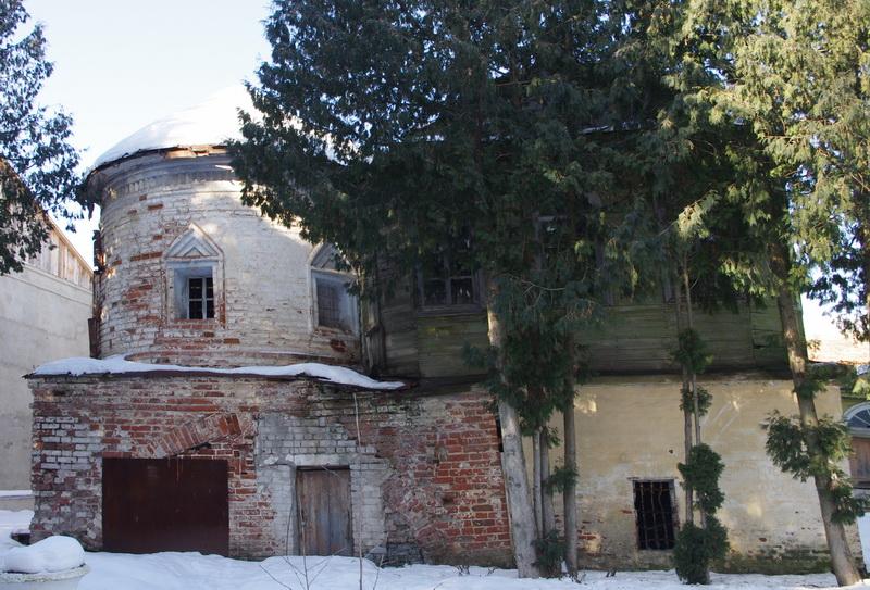 Успенская церковь с библиотекой.