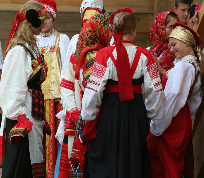 russian-native-costume-0002
