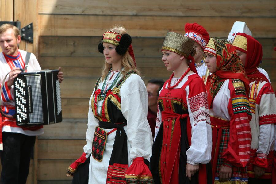 russian-native-costume-0006
