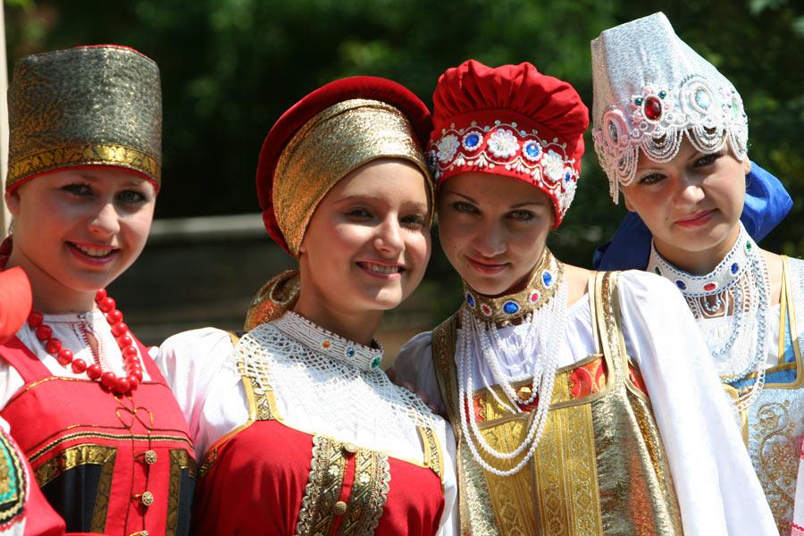 russian-native-costume-0009
