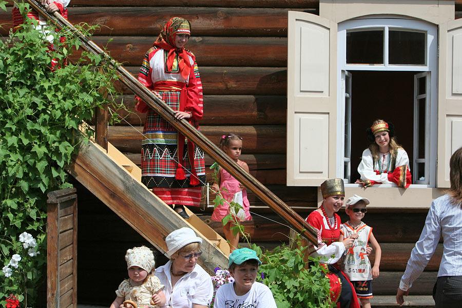 russian-native-costume-0011