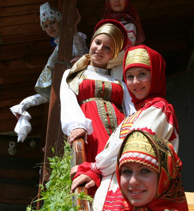 russian-native-costume-0019