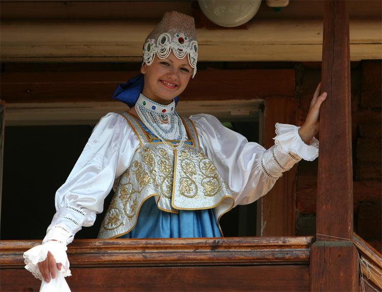 russian-native-costume-0022