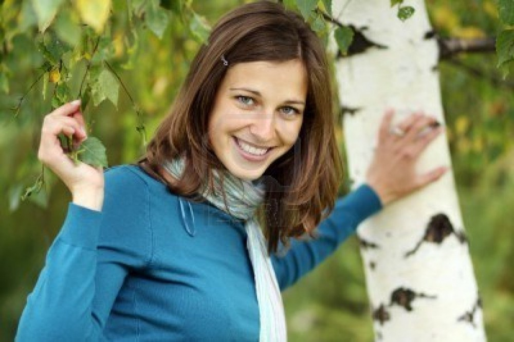 8639537-russian-beauty--the-happy-girl-at-a-white-birch