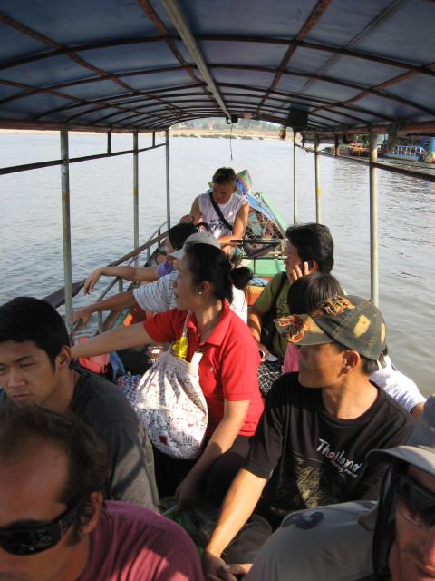 Лодка из Тайланда в Лаос