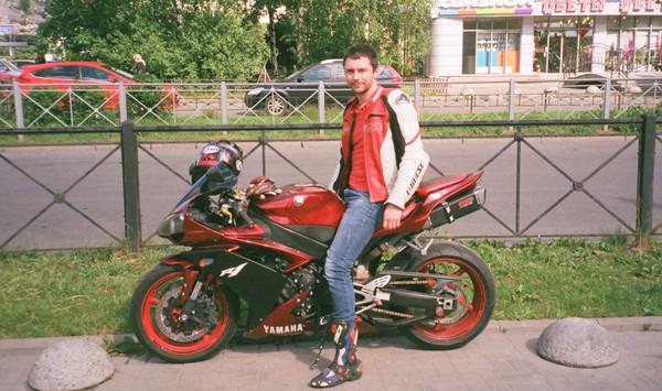 snimaet-sapogi-kartinki-seks-baykerov-istoricheskiy-porno