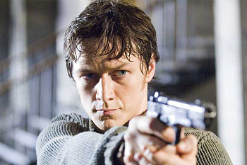 Wesley Gibson (James McAvoy) takes aim.