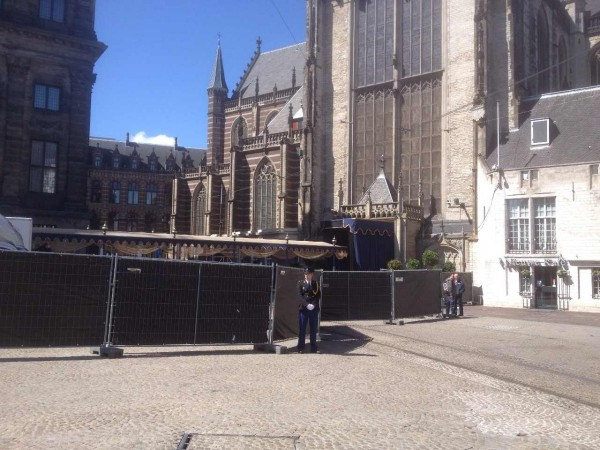 29 апреля, шатёр над дорожкой от Дворца до Кафедерального собора