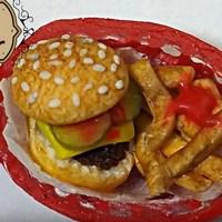 Чизбургер и картошка