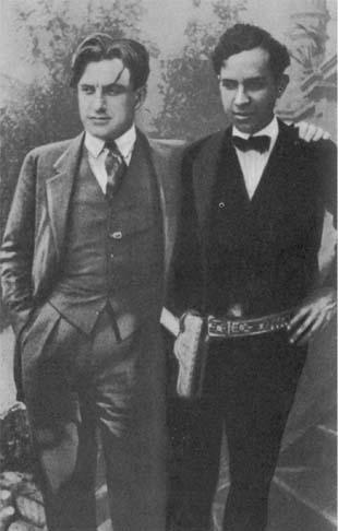 В. В. Маяковский и мексиканский коммунист Франциско Морено, 1925