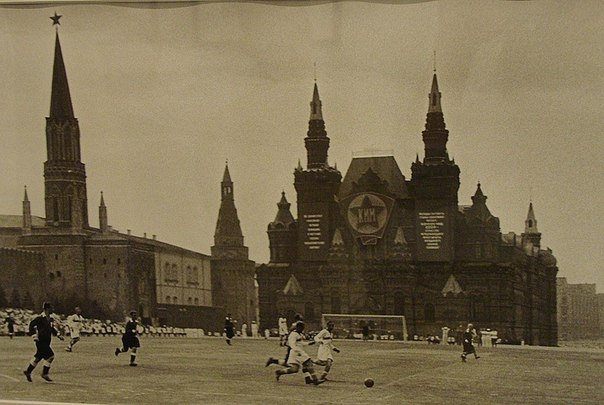 футбольный матч на красной площади, 1930