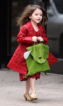 suri-cruise-in-heels-again