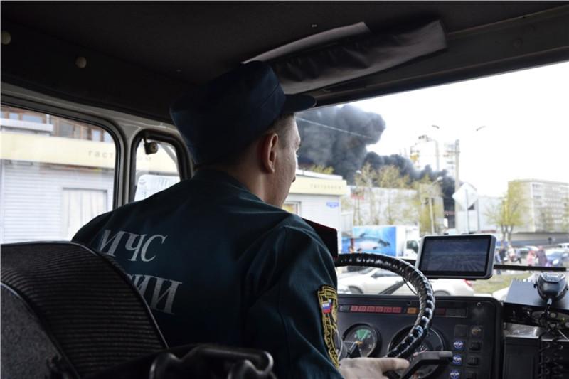 Успеть за минут как в Красноярске тушат пожары Все что  Далеко не все водители уступают дорогу пожарным автомобилям Многие не понимают что у тяжелого КАМАЗа не получится разогнаться за то же время