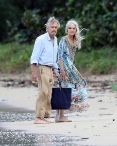 michelle-pfeiffer-on-the-set-of-ant-man-and-the-wasp-at-a-beach-in-hawaii-11-19-2017-9
