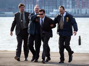 Kyle+Chandler+Leonardo+Dicaprio+Gets+Arrested+J1VTqAASjVfl