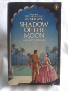 shadow-of-the-moon-m-m-kaye-penguin-books-edicion-grande-18736-MLA20160818377_092014-F