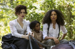 Elizabeth-Hawkes-Jessica-de-Gouw-Boo-Darielle-Stewart-and-Rosalee-Jurnee-Smollett-Bell-in-the-carriage-UNDG_110-20150804-SD_0162_R1-800x533