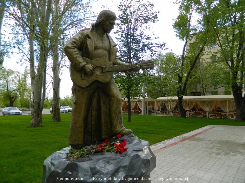 Волжский парк - памятник Высоцкому