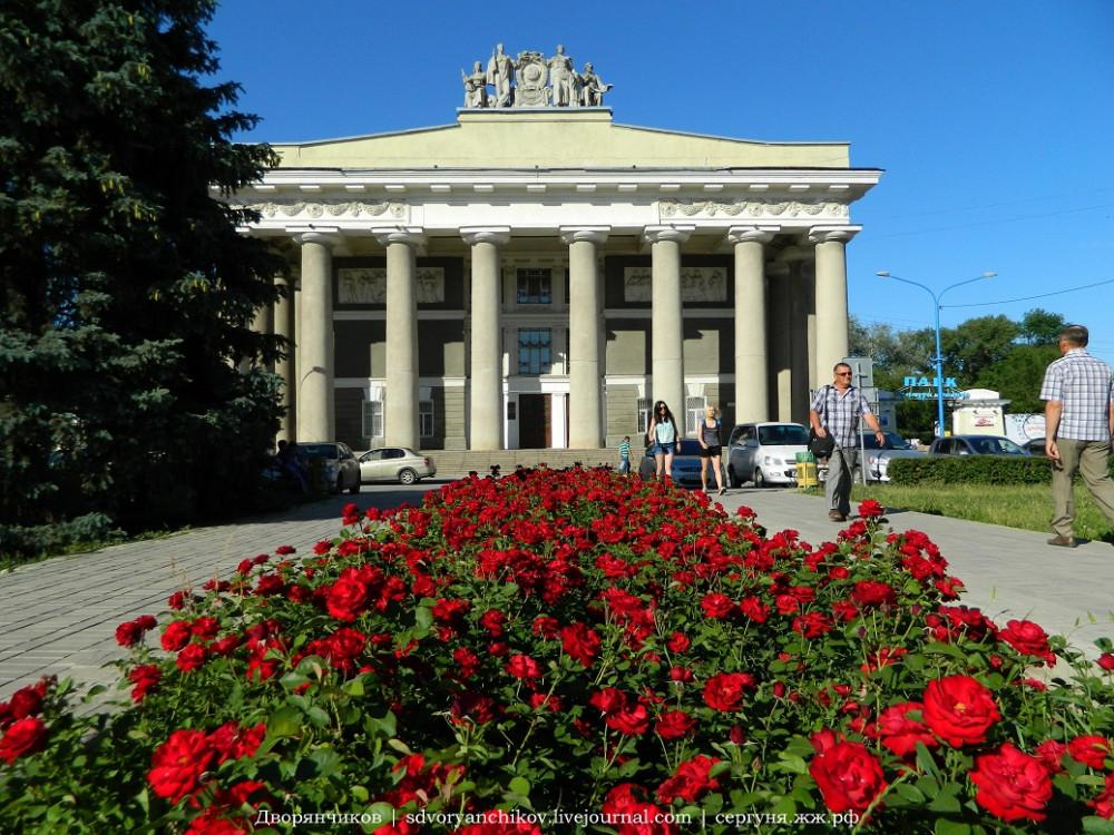 Волжский - ДК ВГС 7 июня розы (6).jpg