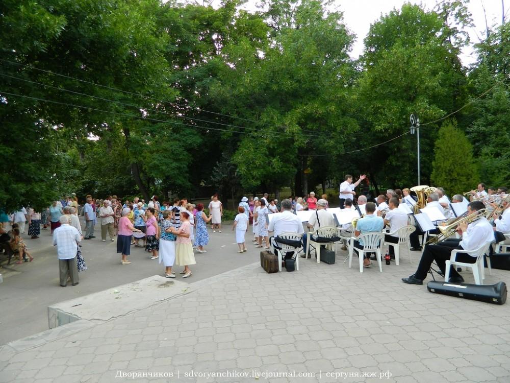 Волжский - оркестр в парке Дк Вгс - 20 июня (5).JPG