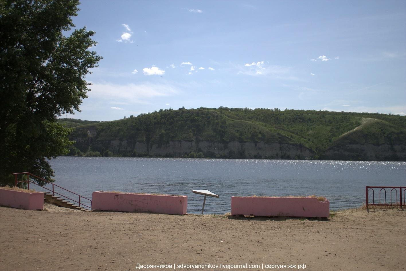 Вода разлилась. Дон по-прежнему Тихий. В будни на пляже немноголюдно.
