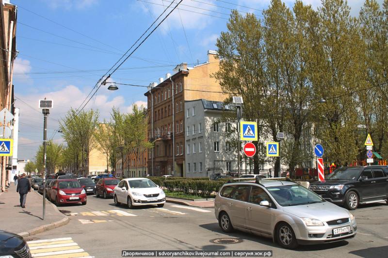 01. Улица Черняховского, перекрёсток с улицей Роменская.