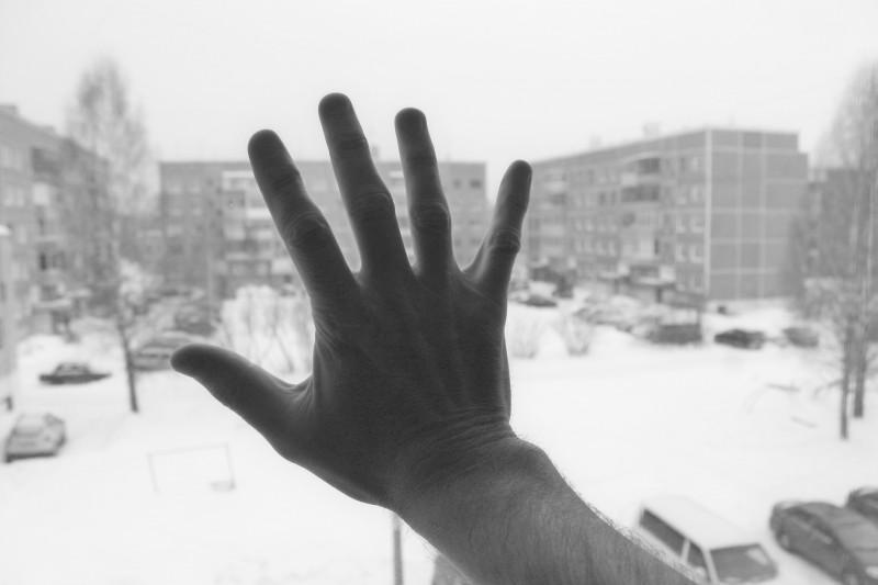 01 Пятёрка лучших. пс — рука как рука, снег как снег. Зато своя фотка)) Бгг)) Вид из окна