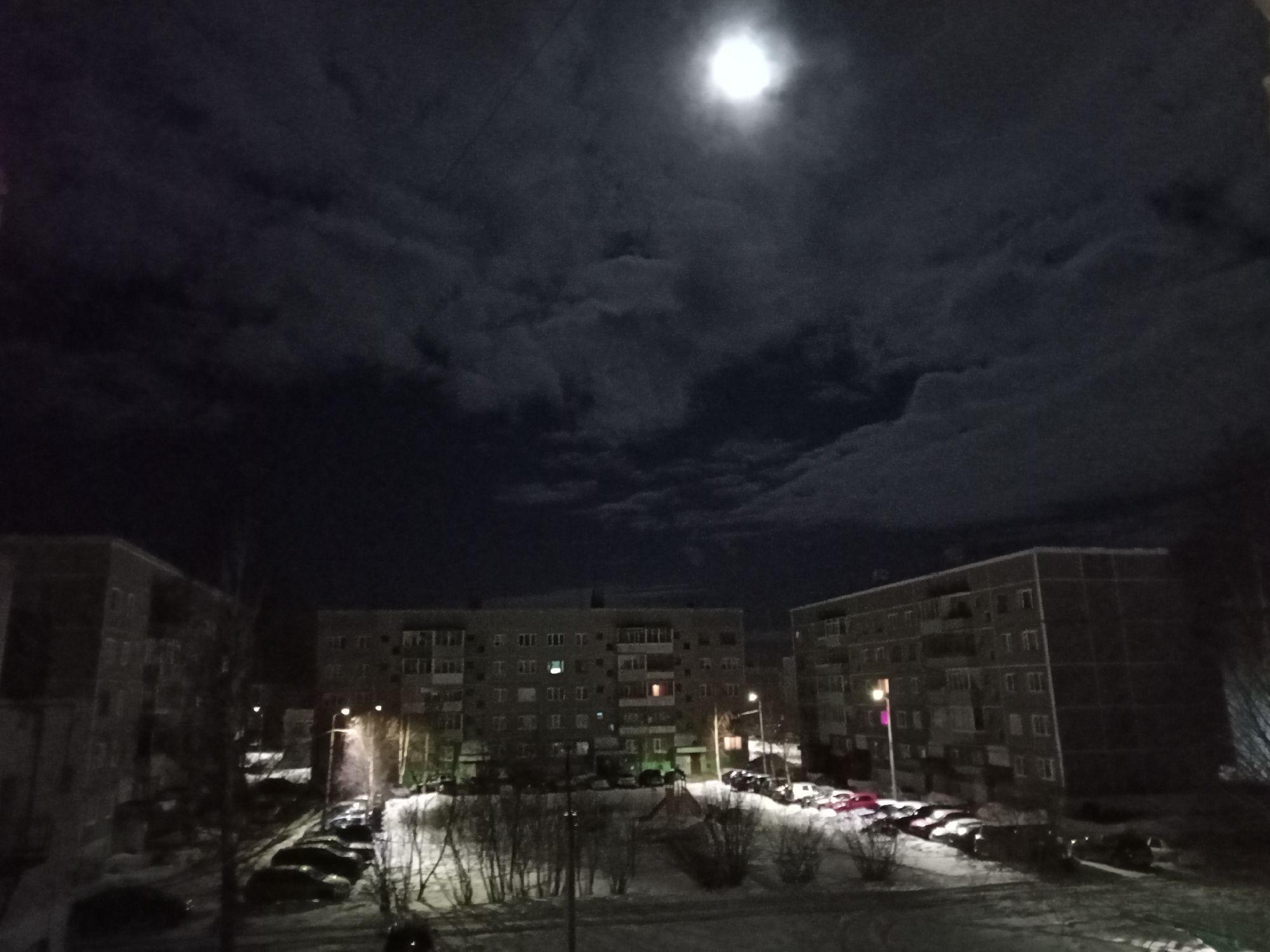 Ночное весеннее небо. Коряжма, вид из окна. 26/27 марта 2021. На мобильник.