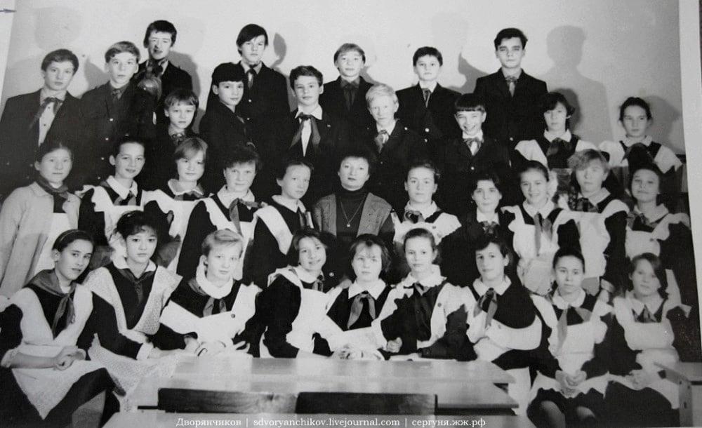 01 С Евгенией Георгиевной Карпенко - классной руководительницей с 4 по 7-й класс. \ я 3-й слева, верхний ряд. За фото спасибо Наташе Бузмаковой.