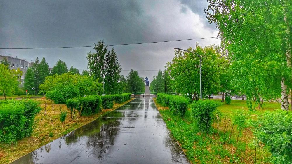 01 Коряжма. 14 июня 2021. Дождь в парке им. Ломоносова