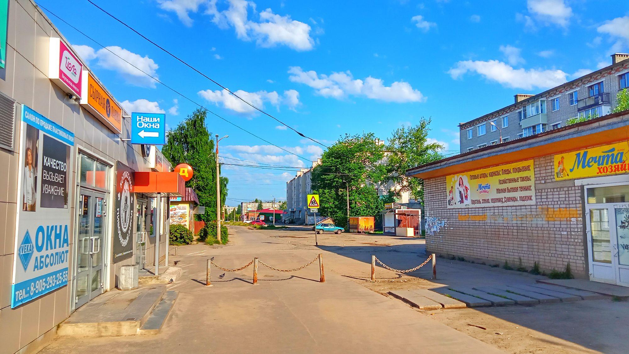 Коряжма. Утро 06 июля 2021. Ул. Зелёная, около Пармы (Дисма), Советская 10.