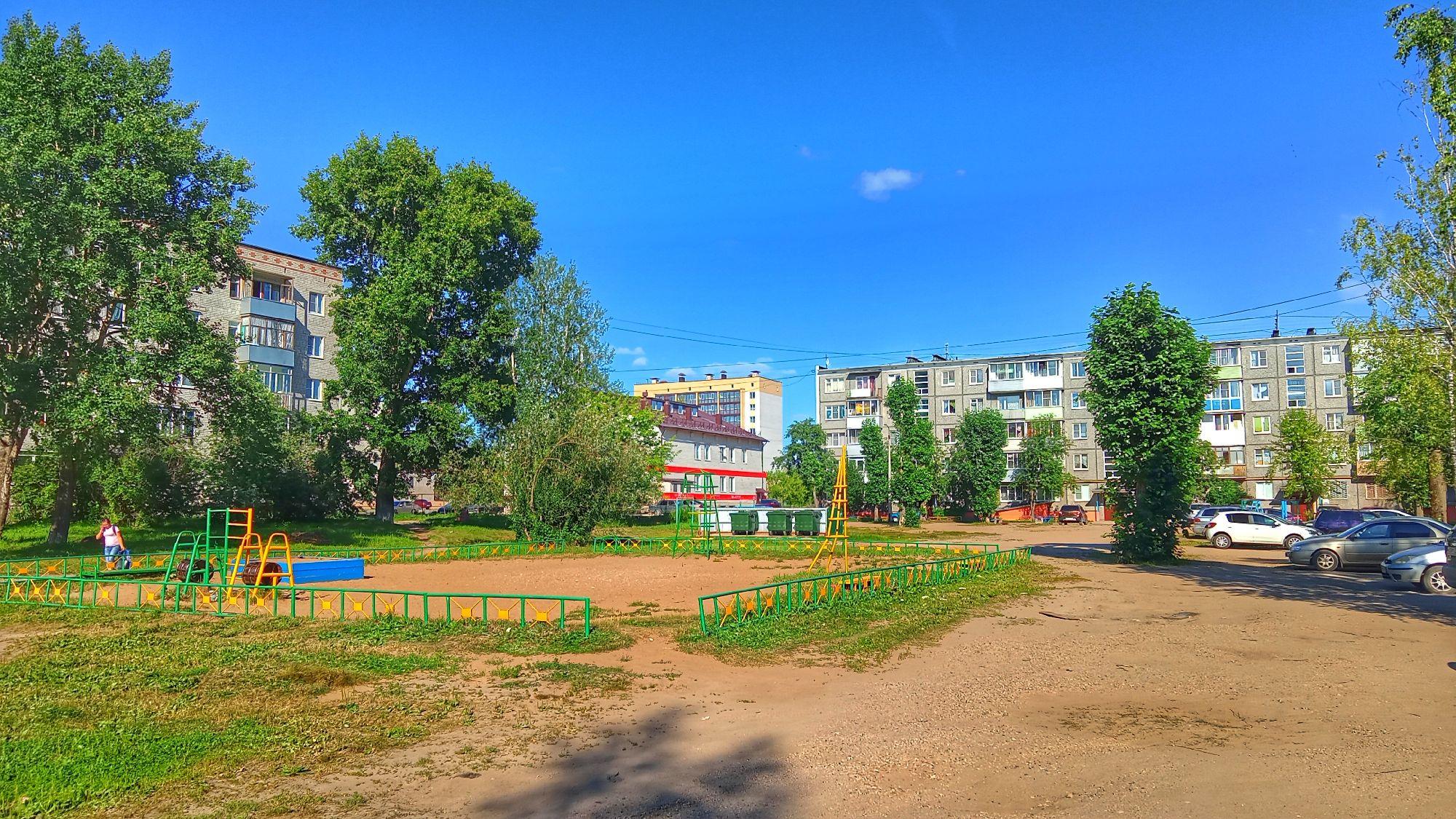 Коряжма. 11 июля 2021. Во дворе на Архангельской.