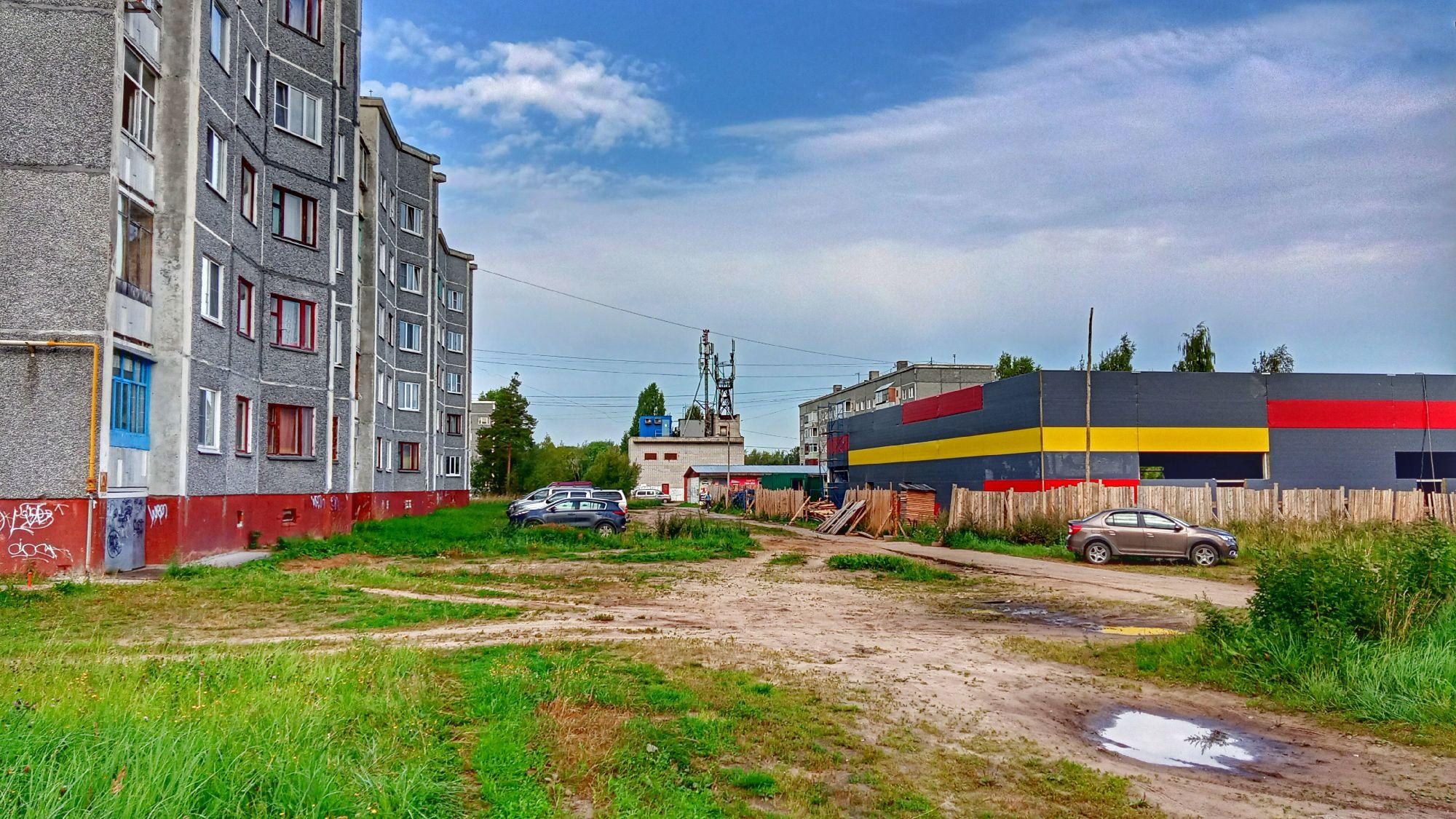 Коряжма. 26 августа 2021. Во дворах на проспекте Ленина.