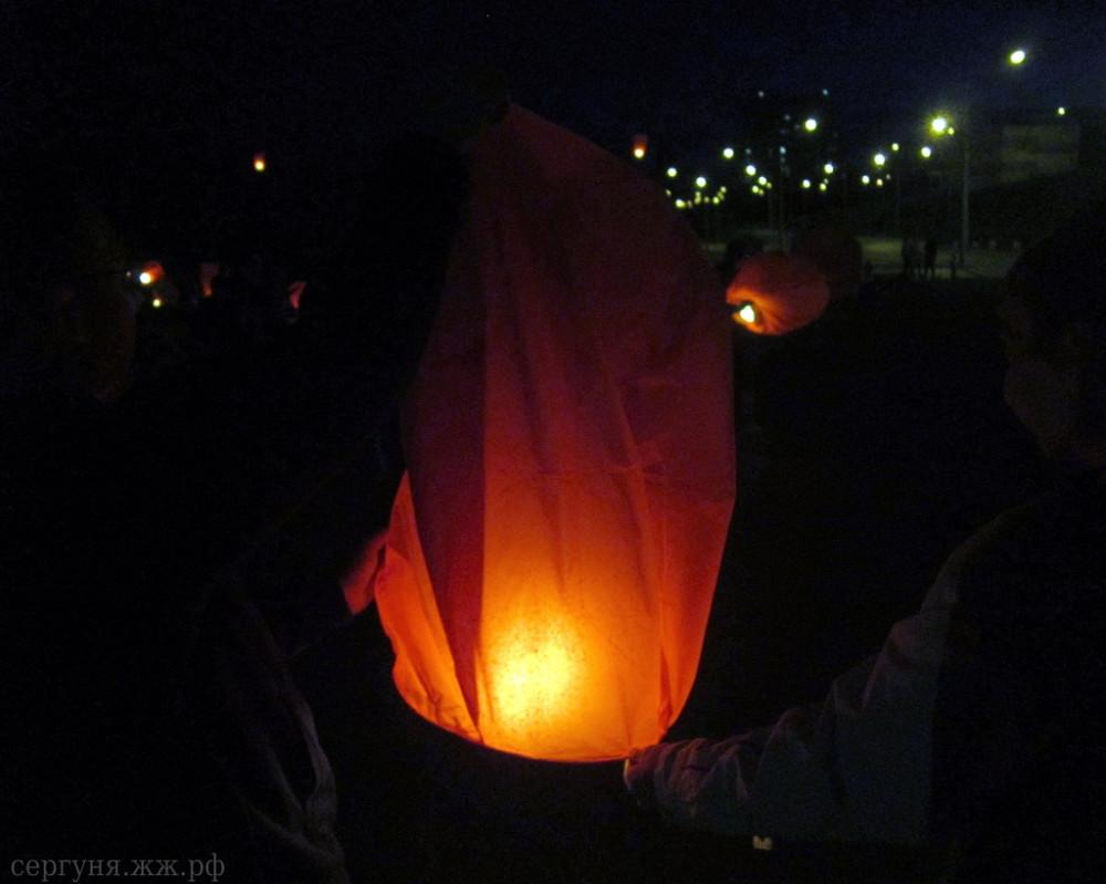Волгоград запустил небесные фонарики
