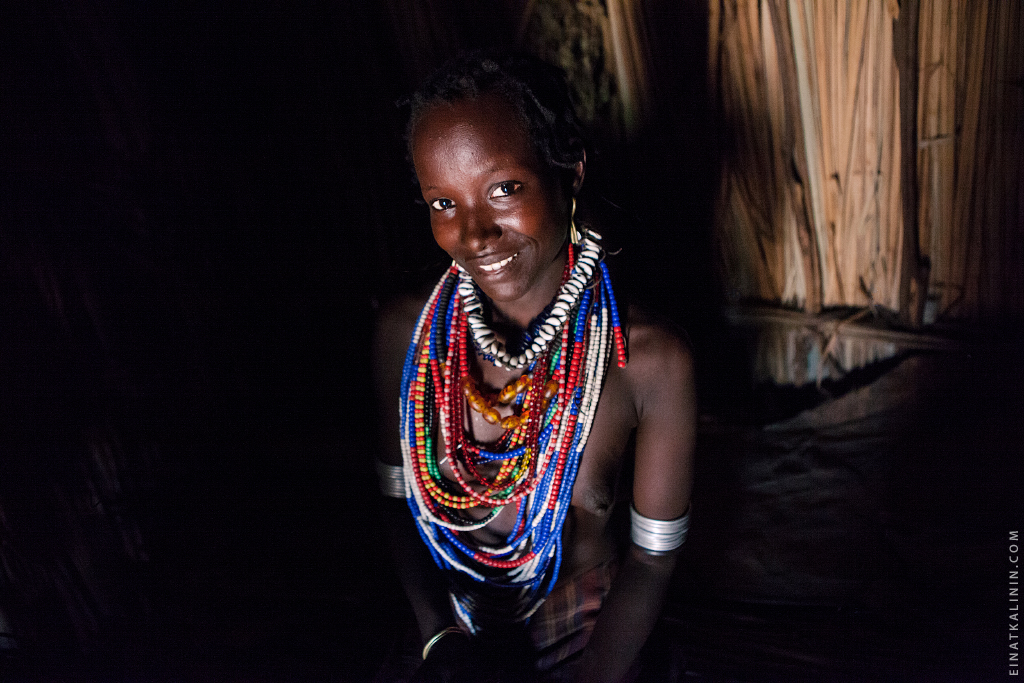 Arbore woman inside her house