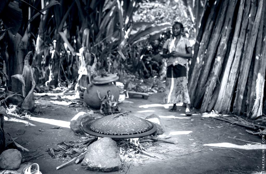 Ari Tribe in South Ethiopia photo by Einat Kalinin