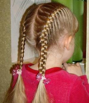 девочка с косичками