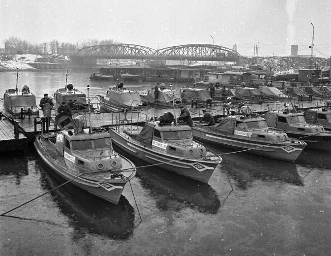 Budapest, vízi rendőrség a Kvassay hídnál.1967