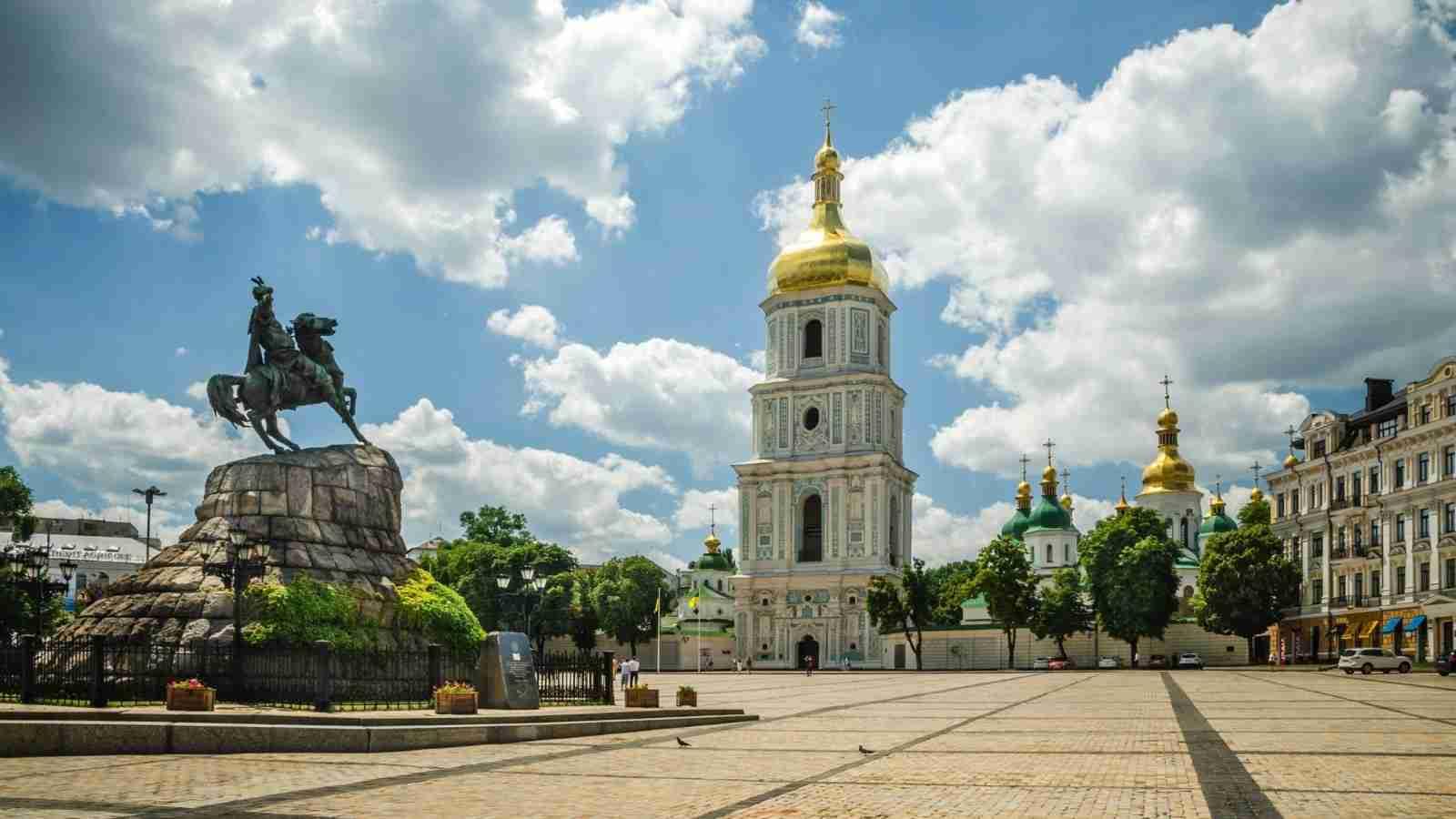 ukraine-kiev-sofias-square-1600x900