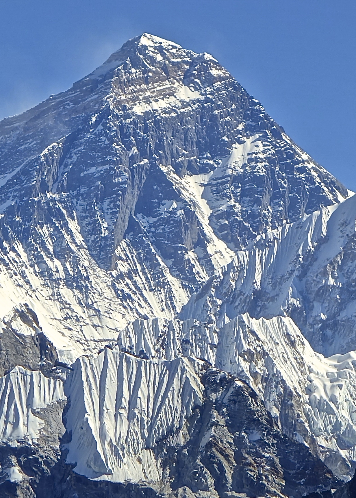 Mount_Everest_Southwest_Face,_November_2012