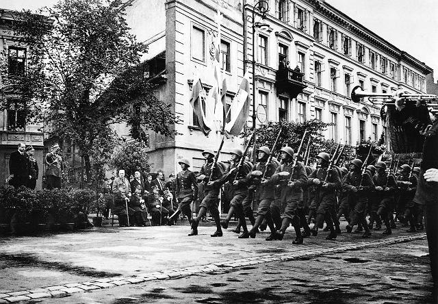 z6984796V,15-sierpnia-1939-r---ul--Dluga--Ostatnia-defilada-