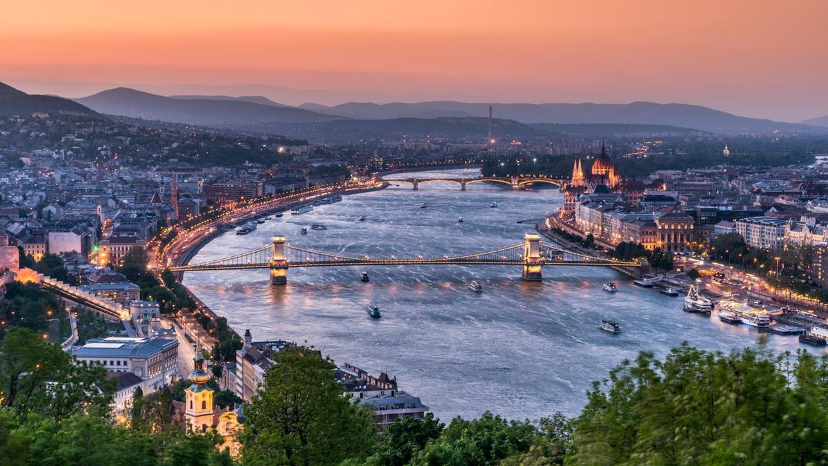 lf04-SEP-travel-budapest01