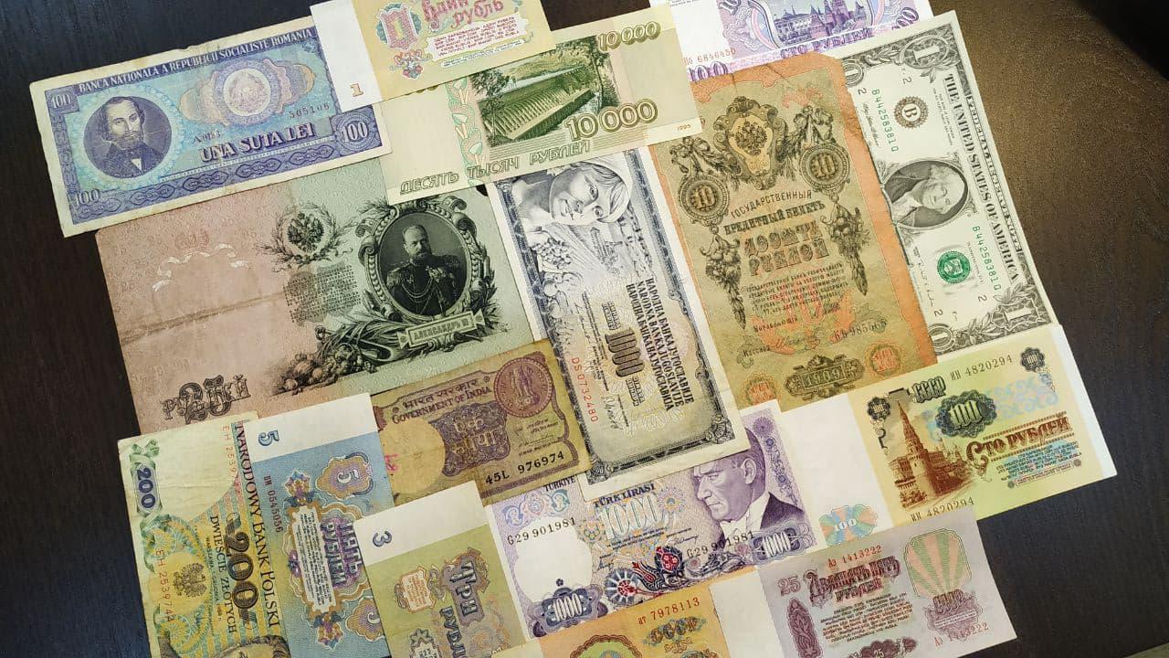 Заметил любопытное - последние деньги Российской Империи и самые знакомые нам деньги СССР существенно совпадают по цветовой гамме - 1 рубль бежево-коричневый, 3 рубля зеленые, 5 синие, 10 красные. Совпадение? Не думаю!