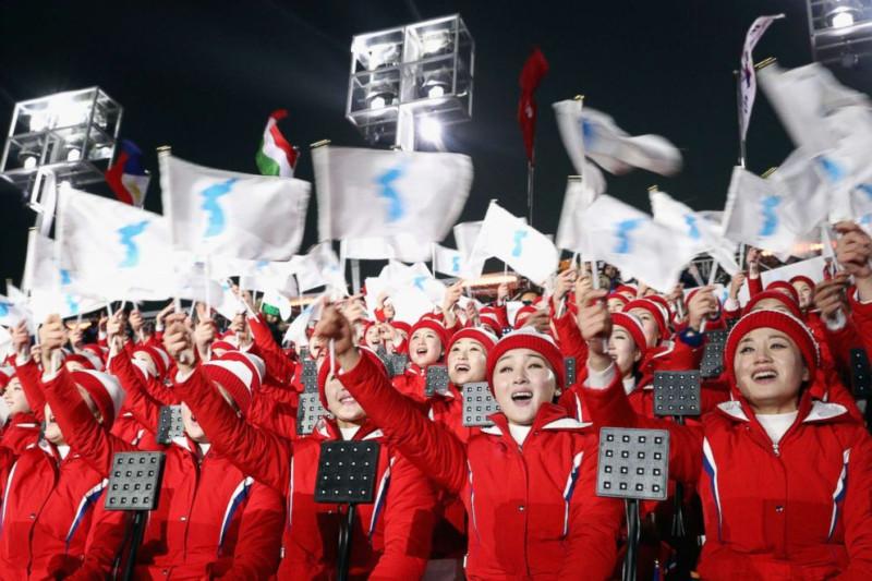 2  northkorean-cheerleaders-02-gty-jrl-180210_3x2_992.jpg
