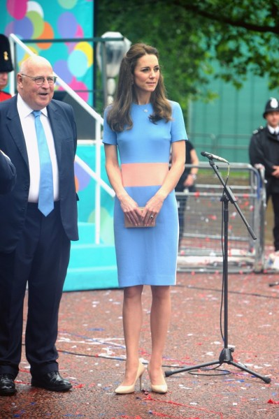 4  Kate-Wore-Colorblock-Dress-Patron-Lunch-Celebration-Showing-Us-Chic-Way-Embrace-Brighter-Hues.jpg
